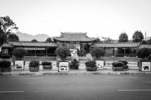 En face de la gare de Lijiang (bah quoi, on n'a pas pu visiter grand chose ce jour là...)