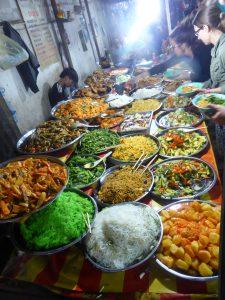 Buffet végétarien du Night Food Market (et ses nouilles vertes...)