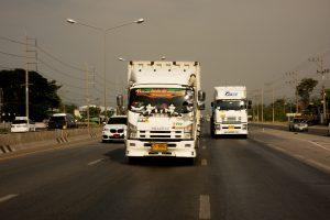 Les routes thaïlandaises (beaucoup plus confort que les routes laotiennes)