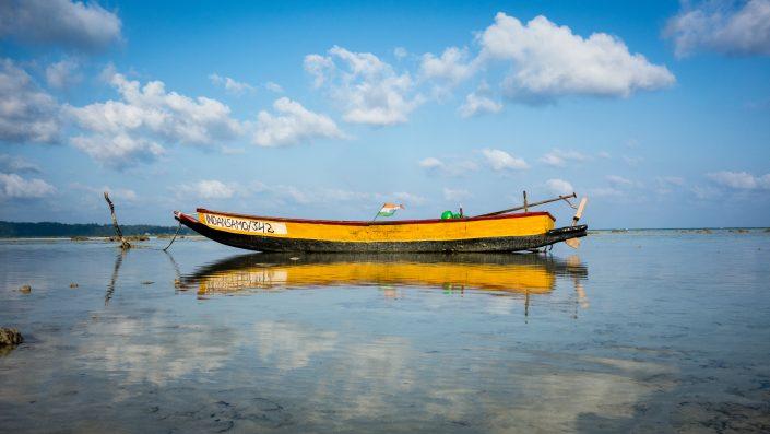 Petit bateau sur l'eau