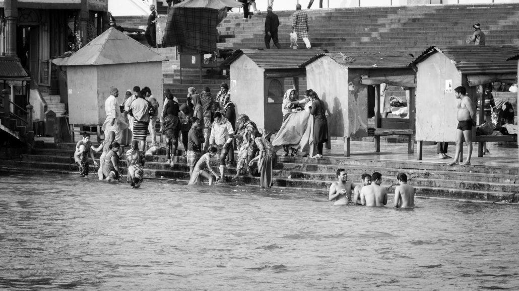 Baignade sacrée dans les eaux du Gange