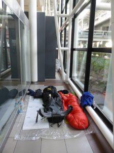 Camping sauvage dans l'aéroport