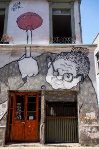 Une mamie peinte présente à plusieurs endroits de la ville