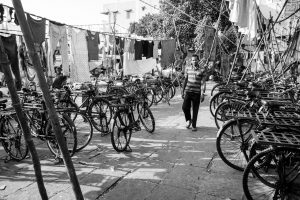 Vélos du bidon ville autour de Banganga Tank