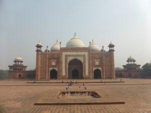 Mosque autour du dôme principal du Taj Mahal