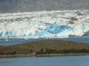 Bleu du glacier après une chute de glace