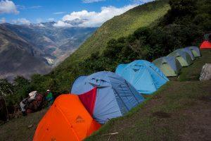 Camping du site (et ses tentes de tour toutes identiques)