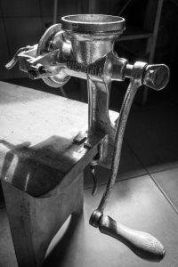 Fabrication du chocolat : moulinage des grains