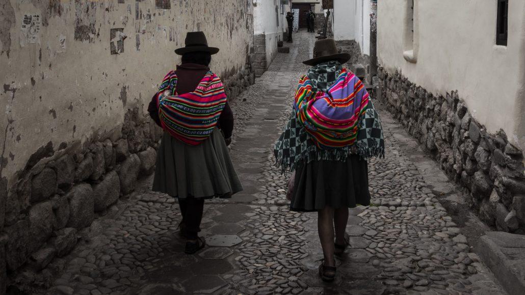 Femmes en habits traditionnels dans Cusco