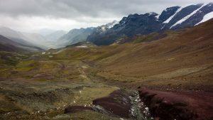Randonnée jusqu'à la montagne arc-en-ciel