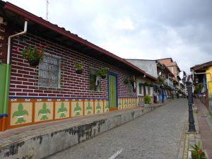 Maisons de Guatape et leur bas reliefs personalisés