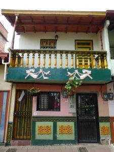 Maison de Guatape et leur bas reliefs personnalisés