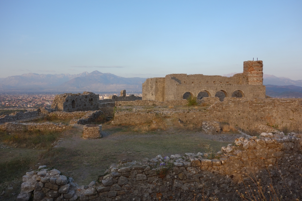 Citadelle de Rozafa au coucher du soleil