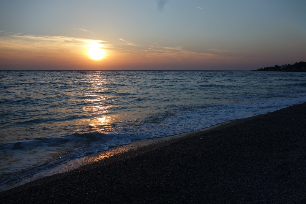 Coucher du soleil sur la plage de Dhermi