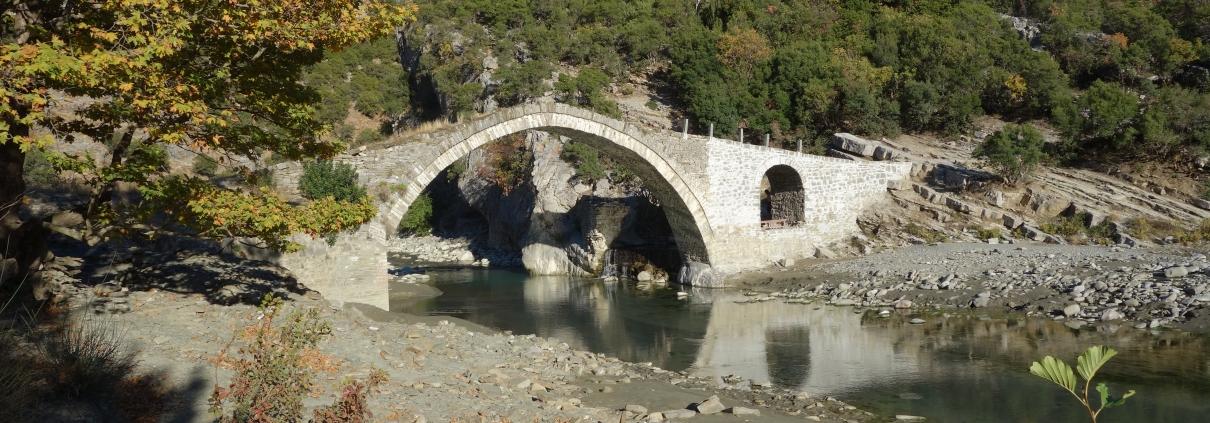 Pont scénique des sources thermales de Benja