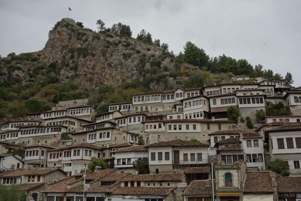 Berat, la ville aux mille fenêtres